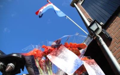 Nieuwsbrief: Bloemen voor de bevrijding en een kijkje in de klas